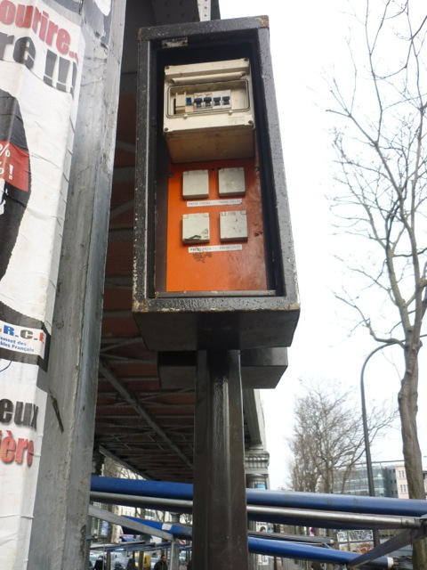 paris,18e,bd-de-la-chapelle,sous-viaduc,armoire-électrique