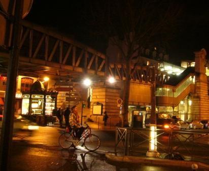 PHOTOS - métro Barbès la nuit.JPG