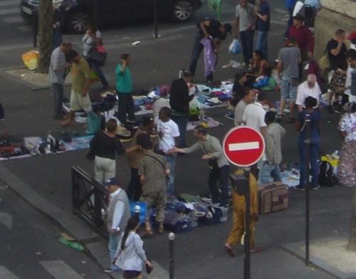 paris,Barbès,marché-de-la-chapelle,viaduc,rassemblement,ventes-illicites