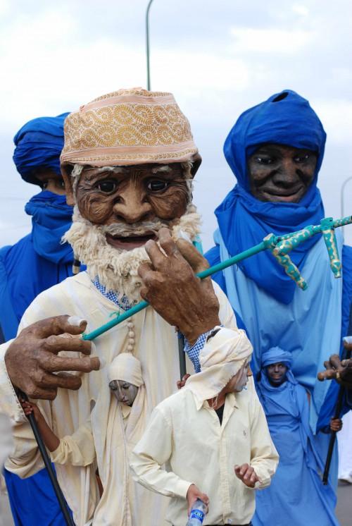 azalaï,compagnie-graines-de-soleil,collectif-éclats-de-lune,collectif-des-grandes-personnes,parade,marionnettes,goutte-d-or,maroc-arts-d-identités,ici,institut-des-cultures-d-islam,festival,spectacle-de-rue