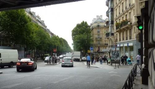 paris,pistes-cyclables,cycles,conflits,trottoirs,foule,piétons,barbès,louxor