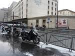2010 12 02 Placette Paré PAtin motos mal garéres à côté de stationnements libres - web.JPG