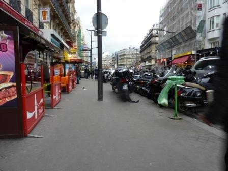 paris,gare-du-nord,rue-de-dunkerque,trottoir,occupation,motos,terrasses