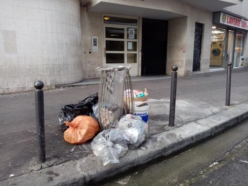 poubelles,immeuble,propreté,18e