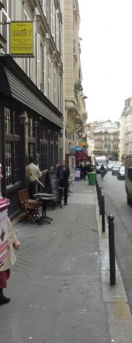 2010 10 22 rue de Rochechouart 38 espace trottoir terrasse web.JPG