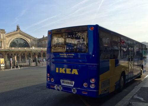 espace public aux abords de la gare de l 39 est ikea prend ses aises avec ses autocars. Black Bedroom Furniture Sets. Home Design Ideas